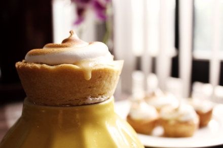 mini lemon meringue tart