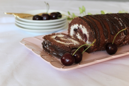 Black forest swiss roll3